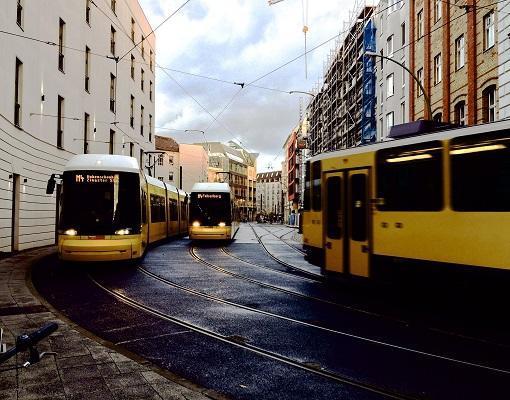 Phương tiện giao thông công cộng ở Đức nổi tiếng nhanh, tiện và cực thông  minh